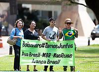 BRASILIA, DF, 28.11.2018 - BOLSONARO-CCBB-   Manifestantes a favor do  presidente eleito, Jair Bolsonaro, no CCBB, onde ocorre a transição do Governo, nesta quarta, 28.(Foto:Ed Ferreira / Brazil Photo Press)