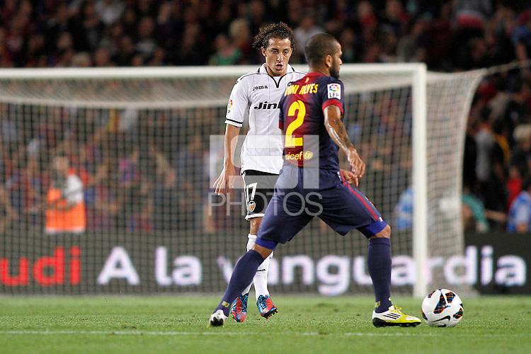 02/09/2012 - Liga Football Spain, FC Barcelona vs. Valencia CF Matchday 3 - Dani Alves controls the ball in front of Guardado