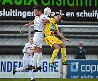 FC GULLEGEM - SV BORNEM :<br /> kopbalduel tussen Jenci Dejonghe (L) en Tom Vermeire (R)<br /> <br /> Foto VDB / Bart Vandenbroucke