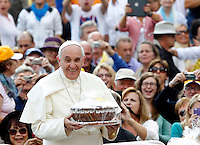Papa Francesco riceve un regalo dai fedeli al suo arrivo all'udienza generale del mercoledi' in Piazza San Pietro, Citta' del Vaticano, 17 settembre 2014.<br /> Pope Francis holds a gift given by faithful as he arrives for his weekly general audience in St. Peter's Square at the Vatican, 17 September 2014.<br /> UPDATE IMAGES PRESS/Riccardo De Luca<br /> <br /> STRICTLY ONLY FOR EDITORIAL USE