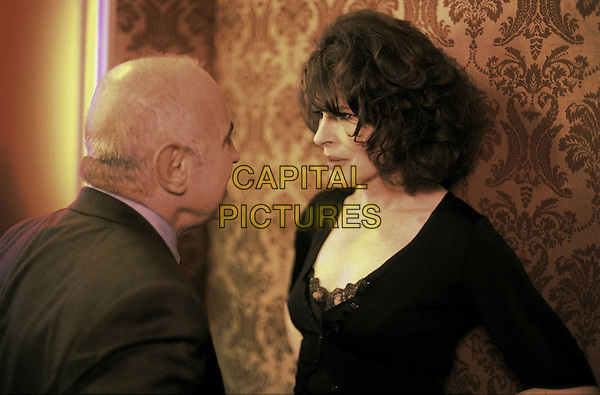 BOB HOSKINS & FANNY ARDANT.in Paris, je t'aime.**Editorial Use Only**.CAP/FB.Supplied by Capital Pictures