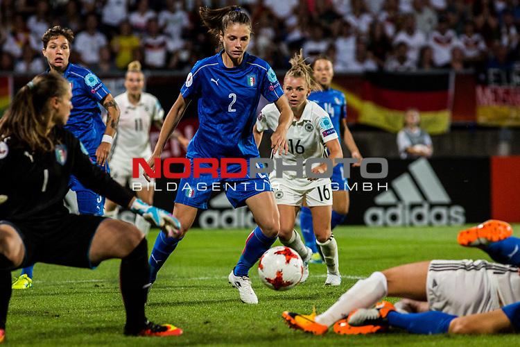 21.07.2017, Koenig Willem II Stadion , Tilburg, NLD, Tilburg, UEFA Women's Euro 2017, Deutschland (GER) vs Italien (ITA), <br /> <br /> im Bild | picture shows<br /> Torchance fuerLinda Dallmann (Deutschland #16) | (Germany #16) wird abgewehrt von Cecilia Salvai (Italien #2) | (Italy #2), <br /> <br /> Foto © nordphoto / Rauch