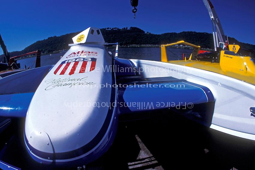 """U-1 """"Atlas Van Lines"""" and U-40 (R)"""