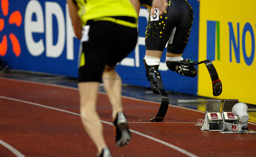 Photo: Richard Lane/Richard Lane Photography..Norwich Union British Grand Prix, Sheffield. 15/07/2007. .Oscar Pistorius (the Blade Runner) of South Africa pushes off the starting blocks for his first Grand Prix meeting against able bodied athletes in the men's 400m.