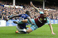 Scott Arfield of Burnley is fouled by Cuco Martina of Everton during the Premier League match between Everton and Burnley at Goodison Park on October 1st 2017 in Liverpool, England. <br /> Calcio Everton - Burnley Premier League <br /> Foto Phcimages/Panoramic/insidefoto