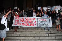 RIO DE JANEIRO,RJ,3107.2013: PROTESTO DO BLAC BLOC NO CENTRO DO RIO. Manifestantes se reuniram na Cinelandia no inicio da terde e depois seguiram em direção a ALERJ integrantes da aldeia Maracanã também  participarando protesto que chegou ao ministério Publico do Rio. SANDROVOX/BRAZILPHOTOPRESS