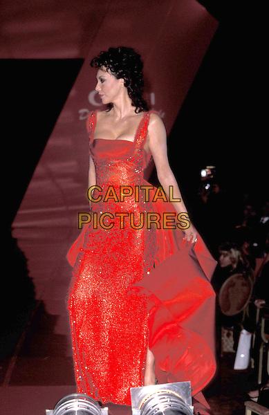 MARIE HELVIN.21 September 1998.full length full-length red dress.ref:7757.www.capitalpictures.com.sales@capitalpictures.com.©Capital Pictures