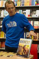 PRESENTAZIONE LIBRO EVEREST - IN VETTA A UN SOGNO NELLA FOTO SIMONE MORO AUTORE DEL LIBRO SPORT BERGAMO 01/12/2013 FOTO MATTEO BIATTA<br /> <br /> BOOK PRESENTATION EVEREST - IN VETTA A UN SOGNO IN THE PICTURE SIMONE MORO AUTHOR OF THE BOOK BERGAMO 01/12/2013 PHOTO BY MATTEO BIATTA