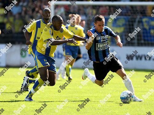2009-08-23 / Voetbal / Cofidis Cup / Rupel-Boom - SK Beveren / Yves Kabwe probeert Nick Van Der Westerlaken af te stoppen...Foto: Maarten Straetemans (SMB)