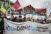 - Milano, 30 aprile 2015, manifestazione di protesta degli studenti contro l'esposizione Universale Expo 2015<br /> <br /> - Milan, April 30, 2015, protest demonstration of students against exposure Universal Expo 2015