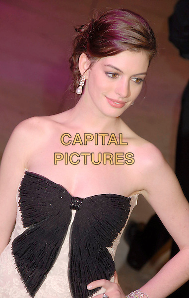 ANNE HATHAWAY.The 2007 Vanity Fair Oscar Party Hosted by Graydon Carter held at Morton's, West Hollywood, California, USA, 25 February 2007..oscars half length black bow strapless dress .CAP/ADM/GB.©Gary Boas/AdMedia/Capital Pictures.