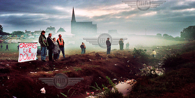 © David Rose / Panos Pictures..Dawn at Drumcree on day three of the stand-off between Orangemen and the Catholic population of Portadown's Garvachy Road. July 1998 Northern Ireland.