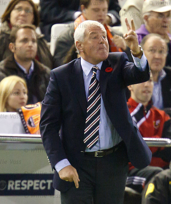 Walter Smith raging at his players as they don't understand his tatical changes
