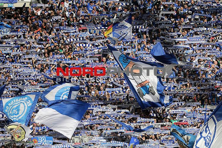 10.04.2016, Veltins Arena, Gelsenkirchen, GER, 1.FBL, FC Schalke 04 vs Borussia Dortmund<br /> Schalker Fans in der Nordkurve<br /> <br /> <br /> Foto &copy; nordphoto /  Bratic