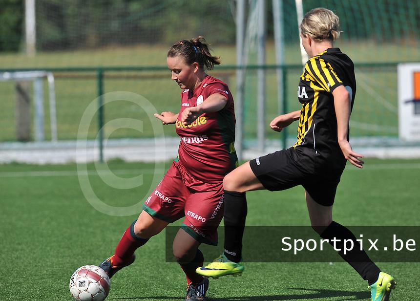 Dames Zulte - Waregem : Liselore Carlier aan de bal.foto DAVID CATRY  / Vrouwenteam.be.