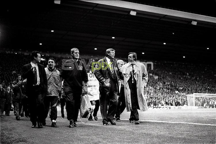 Pix:Michael Steele/SWpix...Soccer. Manchester Uniteds Alex Ferguson...COPYRIGHT PICTURE>>SIMON WILKINSON..Manchesters Alex Ferguson walks out onto the pitch.