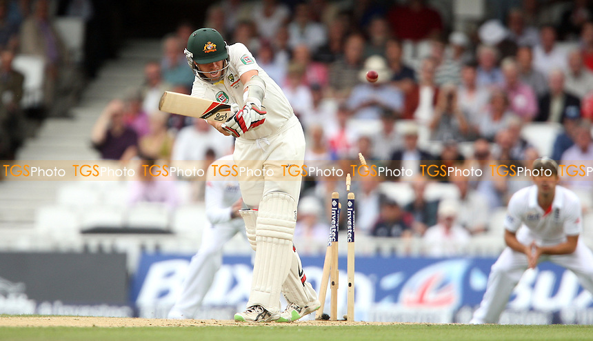 Peter Siddle of Australia is bowled out by James Anderson - England vs Australia - 2nd day of the 5th Investec Ashes Test match at The Kia Oval, London - 22/08/13 - MANDATORY CREDIT: Rob Newell/TGSPHOTO - Self billing applies where appropriate - 0845 094 6026 - contact@tgsphoto.co.uk - NO UNPAID USE