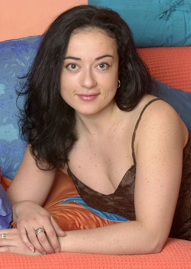 ZARA EVANS.SEX SURVEY STORY .PIC JAYNE RUSSELL.20.11.2000
