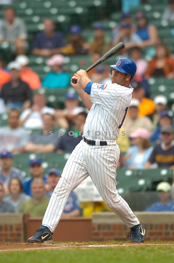 John Mabry, of the Chicago Cubs, in action against the Arizona Diamonbacks on August 3, 2006 in Chicago...Dbacks win 10-2..David Durochik / SportPics