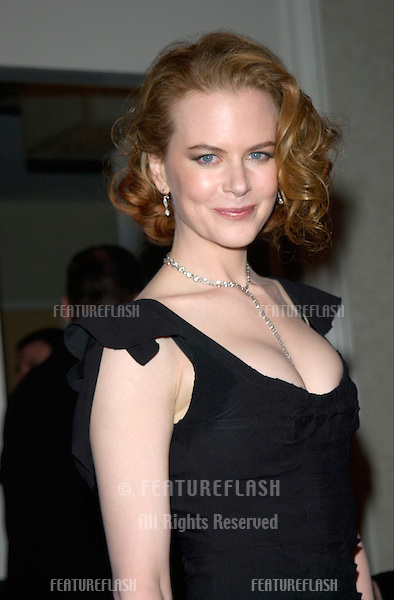 Actress NICOLE KIDMAN at the 2001 Golden Globe Awards at the Beverly Hilton Hotel..21JAN2001.  © Paul Smith/Featureflash