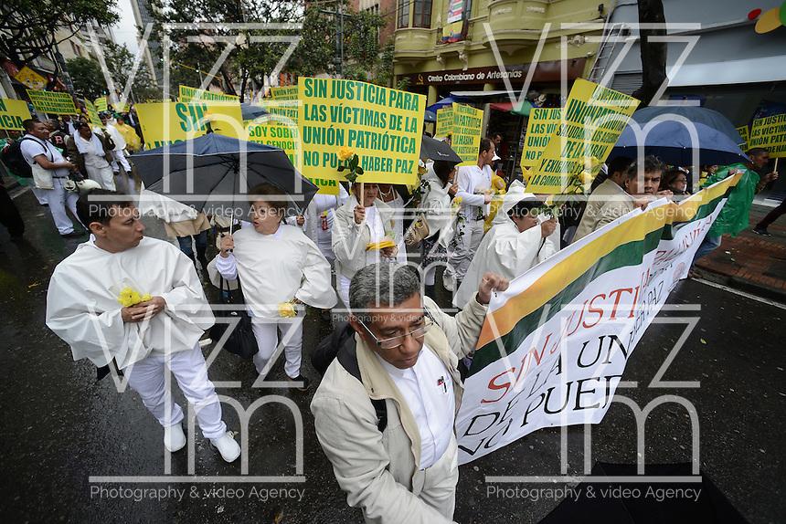 BOGOT&Aacute; -COLOMBIA. 09-10-2014. Marcha por la &quot;Dignidad de las V&iacute;ctimas del Genocidio contra La UP&quot; realizada hoy, 9 de octuber de 2014, en el centro de la ciudad de Bogot&aacute;./ March for the &quot;Dignity of Victims of Genocide against The UP&quot; took place today, October 9 2014, at downtown of Bogota city. Photo: Reiniciar /VizzorImage/ Gabriel Aponte<br /> NO VENTAS / NO PUBLICIDAD / USO EDITORIAL UNICAMENTE / USO OBLIGATORIO DELCREDITO