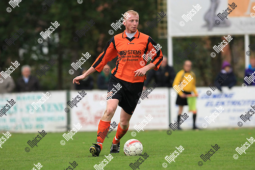 2010-10-17 / Voetbal / seizoen 2010-2011 / SK Rapid Leest - VV Vosselaar / Sven Vandenbroeck..Foto: Mpics