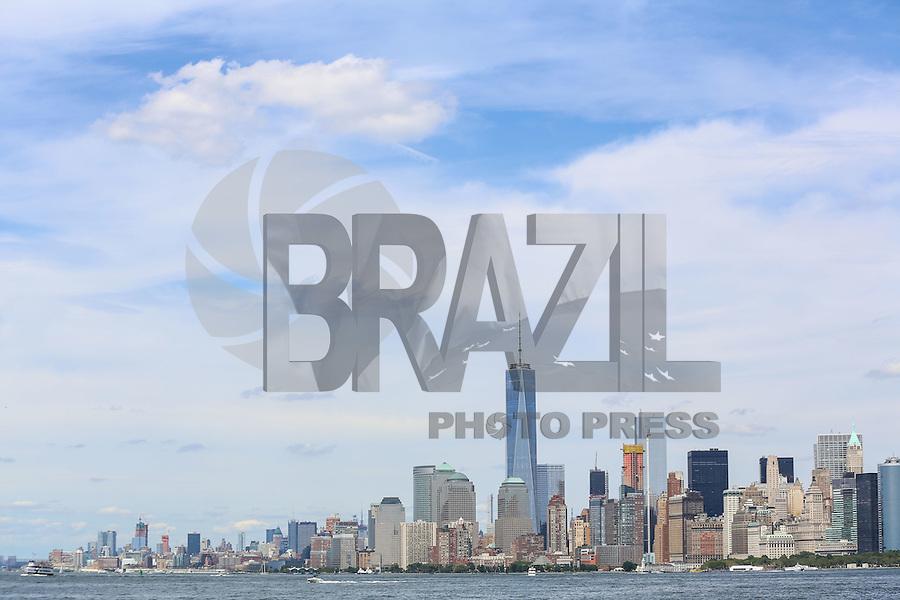 NOVA YORK, EUA, 13.08.2015 - TURISMO-NEW YORK - Vista da Estatua da Liberdade na Ilha da Liberdade, na entrada do Porto de Nova Iorque enos Estados Unidos nesta quinta-feira, 13. (Foto: William Volcov/Brazil Photo Press/Folhapress)