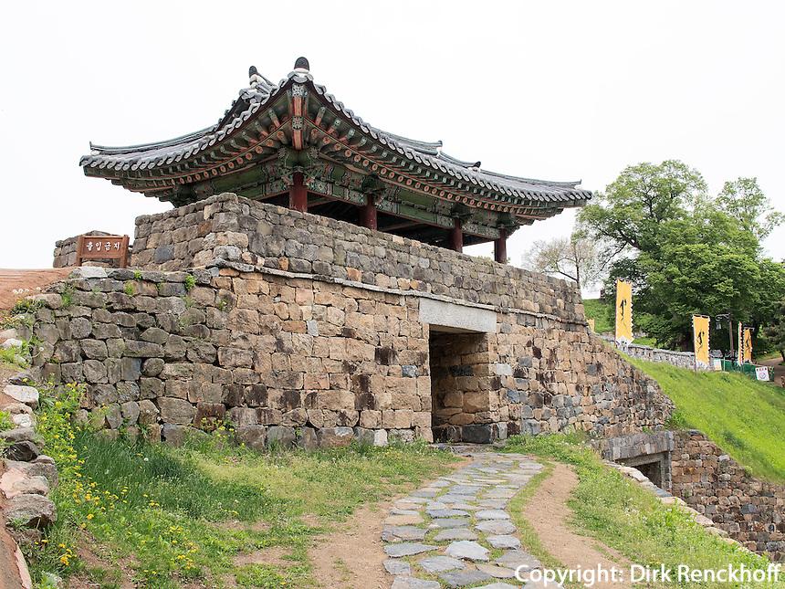 Geumseoru-Tor in der Festung Gongsanseong in Gongju, Provinz Chungcheongnam-do, S&uuml;dkorea, Asien, UNESCO-Weltkulturerbe<br /> Geumsegoru gate, Fortress Gongsanseong in Gongju, province Chungcheongnam-do, South Korea, Asia, UNESCO worl-heritage