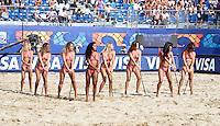RAVENNA, ITALIA, 08 DE SETEMBRO DE 2011 - COPA DO MUNDO DE BEACH SOCCER - Dancarinas durante apresentacao no Estadio Del Mare no intervalo da partida Russia x Mexico jogo valido pelas quarta-de-finais da Copa do Mundo de Beach Soccer, em Ravenna da Italia nesta quinta-feira 8. FOTO: VANESSA CARVALHO - NEWS FREE