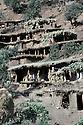 Irak 1985<br /> Dans les zones lib&eacute;r&eacute;es,region de Lolan, des familles d&eacute;plac&eacute;es dans leur nouveau village  <br /> Iraq 1985<br /> In liberated areas, district of Lolan,displaced families in their new village