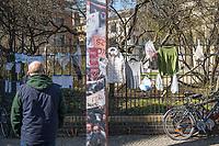 """Corona-Krise, Hilfe fuer Obdachlose.<br /> Menschen in Berlin haben fuer Obdachlose """"Spenden- und Gabenzaeune"""" eingerichtet. Dort haengen sie Bekleidung und haltbare Lebensmittel auf, die sich Obdachlose mitnehmen koennen.<br /> Im Bild: Bekleidung und Lebensmittel am Spendenzaun der Evangelischen Kirchengemeinde am Weinberg in Berlin-Mitte.<br /> 24.3.2020, Berlin<br /> Copyright: Christian-Ditsch.de<br /> [NUR FUER REDAKTIONELLE ZWECKE! Werbung nur auf Anfrage beim Fotografen. Inhaltsveraendernde Manipulation des Fotos nur nach ausdruecklicher Genehmigung des Fotografen. Vereinbarungen ueber Abtretung von Persoenlichkeitsrechten/Model Release der abgebildeten Person/Personen liegen nicht vor. NO MODEL RELEASE! Don't publish without copyright Christian-Ditsch.de, Veroeffentlichung nur mit Fotografennennung, sowie gegen Honorar, MwSt. und Beleg. Konto: I N G - D i B a, IBAN DE58500105175400192269, BIC INGDDEFFXXX, Kontakt: post@christian-ditsch.de<br /> Bei der Bearbeitung der Dateiinformationen darf die Urheberkennzeichnung in den EXIF- und  IPTC-Daten nicht entfernt werden, diese sind in digitalen Medien nach §95c UrhG rechtlich geschuetzt. Der Urhebervermerk wird gemaess §13 UrhG verlangt.]"""