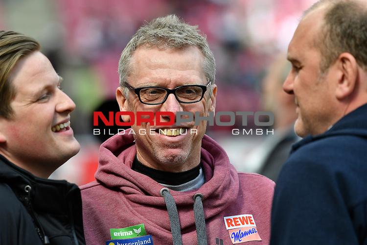 23.04.2016, RheinEnergie Stadion, Koeln, GER, 1.FBL,  1. FC Koeln vs SV Darmstadt 98<br /> im Bild / picture shows: <br /> Peter St&ouml;ger / Stoeger (Trainer Koeln) re mit Gesch&auml;ftsf&uuml;hrer / Geschaeftsfuehrer J&ouml;rg Schmadtke (1. FC Koeln) li  im fr&ouml;hlichen Gespraech .. <br /> <br /> <br /> <br /> Foto &copy; nordphoto / meuter