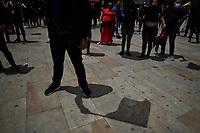 BOGOTA - COLOMBIA, 15-08-2020: Los gremios comerciales e industriales de San Victorino en la ciudad de Bogotá se manifiestan en contra de las medidas de aislamiento que está tomando Claudia López, pues afecta directamente a los comerciantes de muchos sectores como textiles, moda, vendedores tanto formales como informales se visten de negro y llevan banderas negras simbolizando la muerte de sus negocios y además declaran desobediencia civil. Algunas zonas de la ciudad aún premenecen en cuarentena por la pandemia  del Coronavirus, COVID-19 debido al alto número de infectados diarios que se registran. / The commercial and industrial unions of San Victorino in the city of Bogotá demonstrate against the isolation measures that Claudia López is taking, since it directly affects merchants in many sectors such as textiles, fashion, vendors, both formal and informal dress in black and carry black flags symbolizing the death of their businesses and also declare civil disobedience. Some areas of the city are still in quarantine due to the Coronavirus pandemic, COVID-19 due to the high number of daily infected that are registered. Photo: VizzorImage / Diego Cuevas / Cont