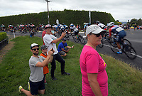 Fans watch the Circuit of Champions, stage five of the 2019 Grassroots Trust NZ Cycle Classic UCI 2.2 Tour from Cambridge, New Zealand on Sunday, 27 January 2019. Photo: Dave Lintott / lintottphoto.co.nz