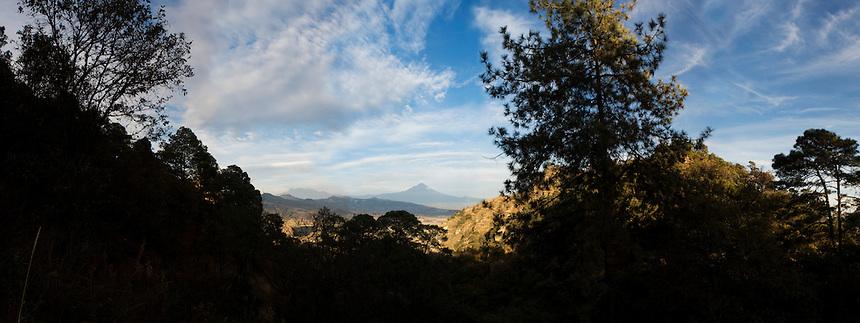Spectacular views of Popo and Iztla during a walk with Lucas in Cuatepetitla, San Jose de los Laureles, Mexico
