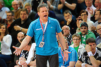 Trainer Alfred Gislason (THW) schreit, gibt Anweisungen