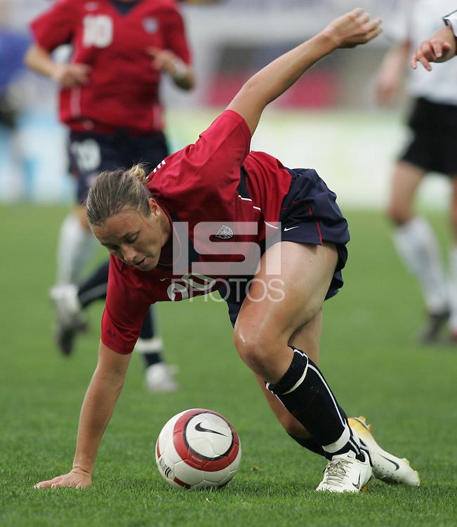MAR 15, 2006: Faro, Portugal:  Abby Wambach