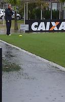 SAO PAULO, 22 DE FEVEREIRO DE 2013. - Treino do Corinthians  - ,  Tite oberva treino depois que chuva alagou CT joaquin Grava na zona leste de São Paulo, na tarde desta sexta feira , 22. (FOTO: ALAN MORICI / BRAZIL PHOTO PRESS).