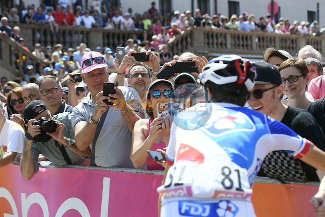 Thibaut Pinot (FRA) FDJ with fans at sign on before Stage 20 of the 100th edition of the Giro d'Italia 2017, running 190km from Pordenone to Asiago, Italy. 27th May 2017.<br /> Picture: LaPresse/Fabio Ferrari | Cyclefile<br /> <br /> <br /> All photos usage must carry mandatory copyright credit (&copy; Cyclefile | LaPresse/Fabio Ferrari)