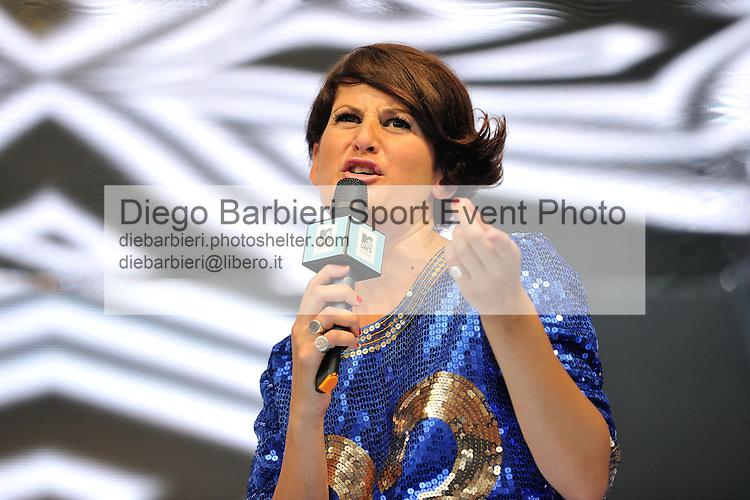 (KIKA) - TORINO, 29/06/2012 - Angela Rafanelli conduce la prima serata degli MTV Days in piazza Castello a Torino, il 29 giugno 2012.