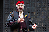 London, UK. 25 April 2015. Pictured: Jonathan Pryce as Shylock. William Shakespeare's The Merchant of Venice is performed at Shakespeare's Globe, Globe Theatre, from 23 April - 7 June 2015. With Daniel Lapaine as Bassanio, Rachel Pickup as Portia and Jonathan Pryce as Shylock. Photo: Bettina Strenske