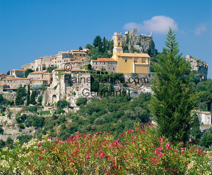 France, Provence, Eze Village near Nice: View of Hilltop Village | Frankreich, Provence, Dorf Eze bei Nizza: Bergdorf