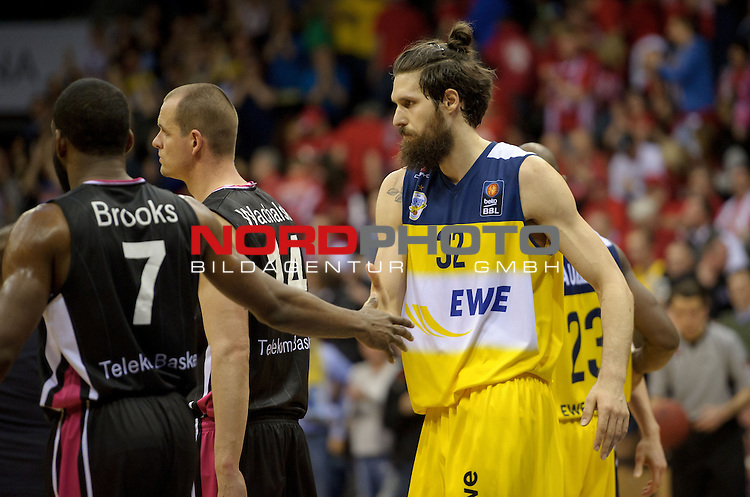 11.04.2015, EWE Arena, Oldenburg, GER, Beko BBL Top Four, Halbfinale, EWE Baskets Oldenburg vs Telekom Baskets Bonn, im Bild Ryan Brooks (Bonn #7), Nemanja Aleksandrov (Oldenburg #32)<br /> <br /> Foto &copy; nordphoto / Frisch