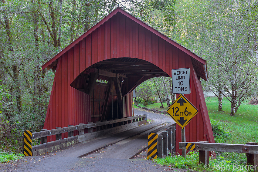 ORCOC_D263 - USA, Oregon, Siuslaw National Forest, North Fork Yachats Bridge, built in 1938, spans the North Fork of the Yachats River.