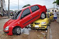 BOG10. BARRANQUILLA (COLOMBIA), 14/05/2011.- Fotografía cedida por el diario El Heraldo hoy, sábado 14 de mayo de 2011, en la que se observa parte de los destrozos ocasionados por un arroyo generado tras las fuertes lluvias en Barranquilla (Colombia). La fuerza del agua arrasó con 60 autos mientras que más de una cincuentena de locales comerciales fueron afectados y registran perdidas millonarias. EFE/Cortesía El Heraldo/SOLO USO EDITORIAL/NO VENTAS.