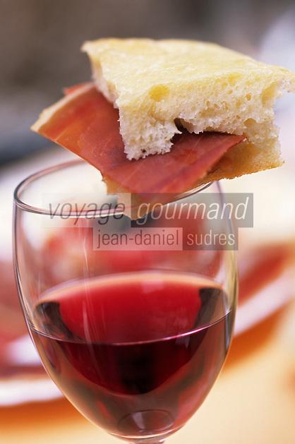 Europe/Croatie/Dalmatie/Dubrovnik:Toast au jambon et vin rouge