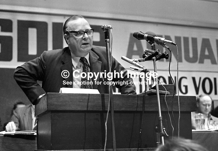 Gerry Fitt, leader, SDLP, Social Democratic &amp; Labour Party, N Ireland, UK, speaking at his party's annual conference, Europa Hotel, Belfast, 197501000098GF3<br />