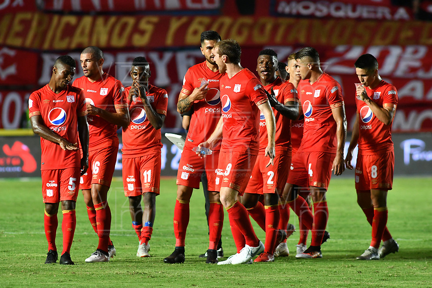 CALI - COLOMBIA, 10- 03-2019: Los jugadores de América de Cali al final del primer tiempo durante partido entre América de Cali y Once Caldas, de la fecha 9 por la Liga Águila I 2019 jugado en el estadio Pascual Guerrero de la ciudad de Cali. / The players of America de Cali at the end of the first time  during a match between America de Cali and Once Caldas, of the 9th date for the Aguila Leguaje I 2019 at the Pascual Guerrero stadium in Cali city. Photo: VizzorImage / Nelson Ríos / Cont.