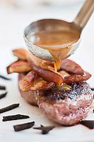 Europe/France/Aquitaine/24/Dordogne/Sorges: Magret de canard à la Royale, foie gras et sauce périgueux à l' Auberge de la Truffe