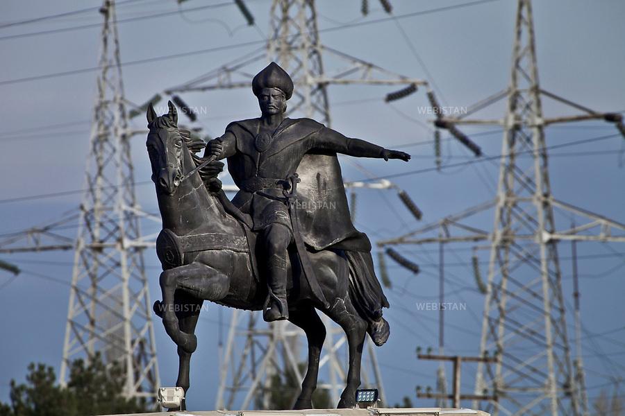 Azerbaijan, Khachmaz City, November 26, 2011<br /> A statue of Shah Ismail Khatai is located at the entrance gate to Khachmaz City. Shah Ismail was the founder of the Safavid dynasty, one of the greatest Persian empires that lasted two centuries, and is responsible for converting Iran from the Sunni to the Shia sect of Islam. In addition to being the Shah (King) of Iran, Ismail I was a poet under the pen name Khatai (which means &ldquo;sinner&rdquo; in Arabic). He also was an important contributor to the literary development of the Azerbaijani language.<br /> <br /> Azerba&iuml;djan, Ville de Khachmaz , 26 novembre 2011.<br /> Statue du Shah Ismail Khatai situ&eacute;e &agrave; la porte d'entr&eacute;e de Khachmaz. Shah Ismail est le fondateur de la dynastie safavide, l'un des plus grands empires persans ayant perdur&eacute; durant deux si&egrave;cles, et est &agrave; l'origine de la conversion de l'Iran &agrave; la secte sunnite chiite de l'islam. En plus d'&ecirc;tre le Shah (roi) d'Iran, Ismail &eacute;tait un po&egrave;te connu sous le nom de plume Khatai (qui signifie &laquo;p&eacute;cheur&raquo; en arabe). Il a &eacute;galement &eacute;t&eacute; un important contributeur du d&eacute;veloppement litt&eacute;raire de la langue azerba&iuml;djanaise.